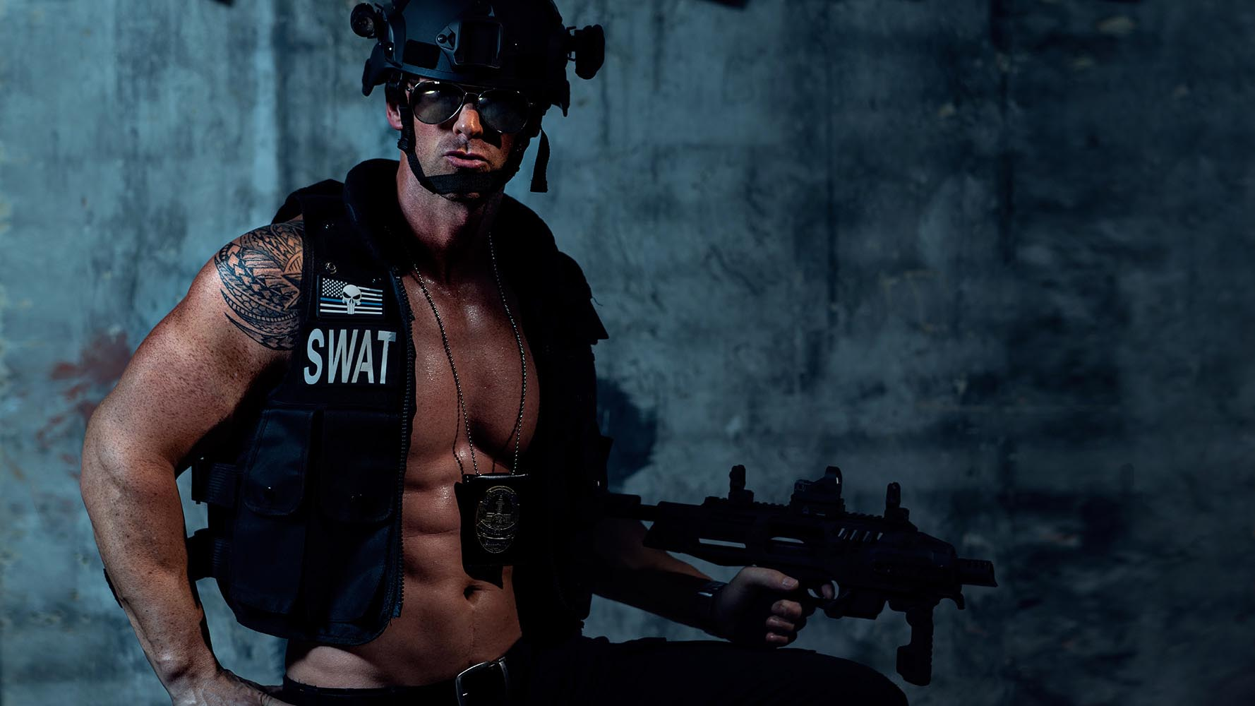 Stripper CHRIS aus Wien als SWAT Team Member